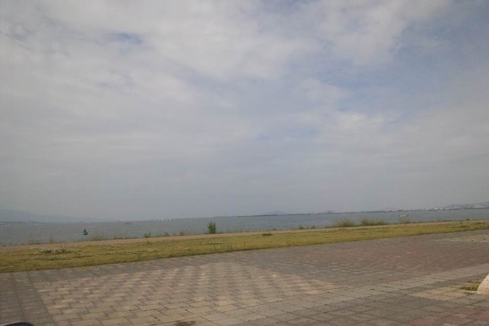 琵琶湖へは琵琶湖ホール